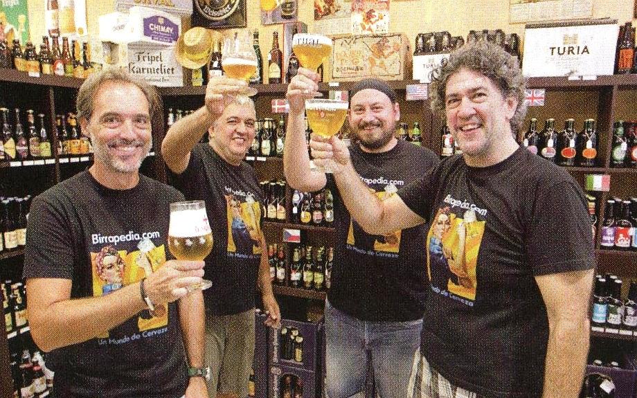 brindando con buenas cervezas en la boutique de la cerveza