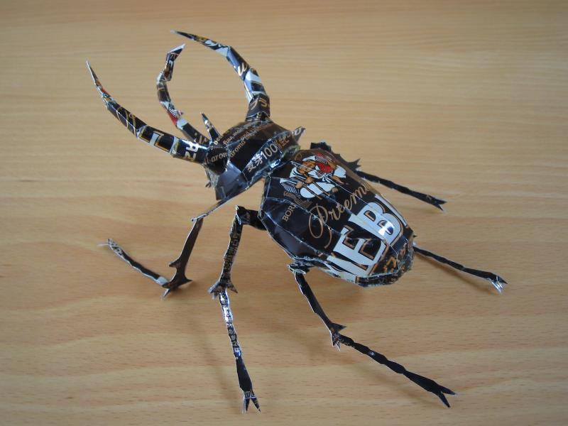 escultura-latas-cervezas-escarabajo